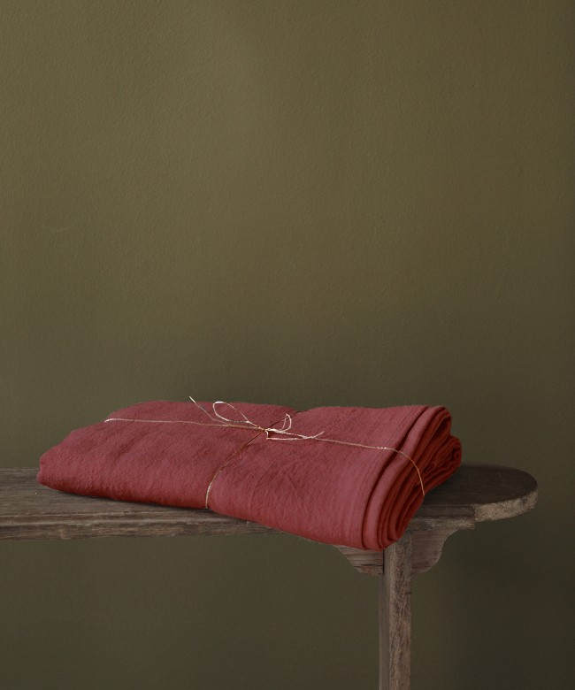 rouge linen tablecloth