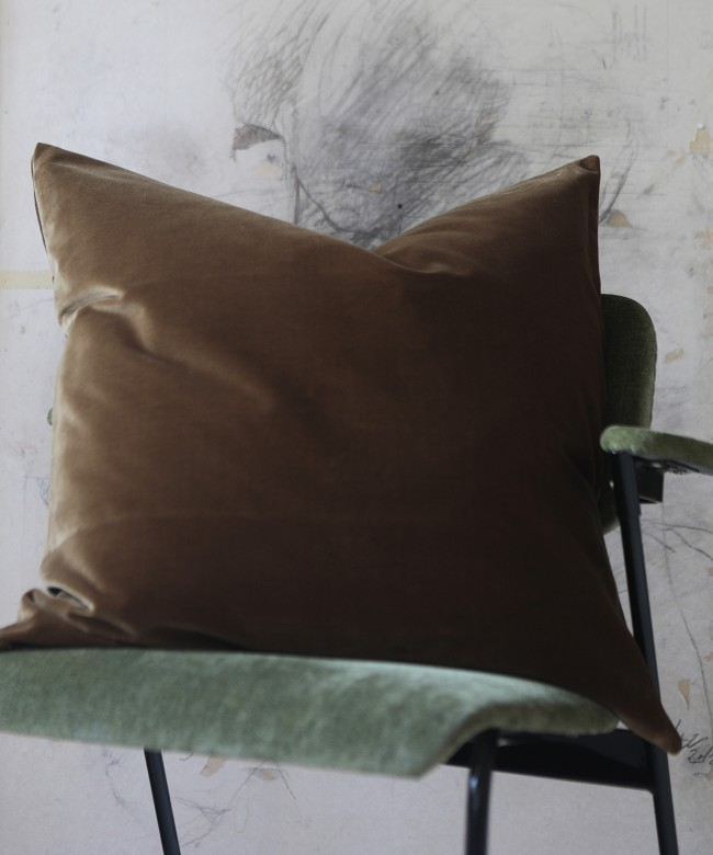 vicuna velvet cushion