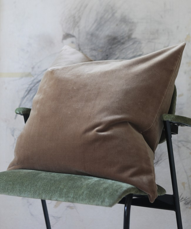 coussin velours camel
