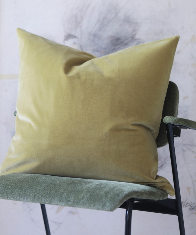 coussin velours moutarde