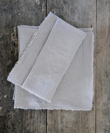 lot 4 small napkins ficelle