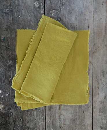 lot 4 small napkins absinthe